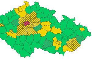Oranžovou barvu na koronavirovém semaforu České republiky se v pondělí zbarvily tři jihomoravské okresy, tedy skoro polovina kraje.