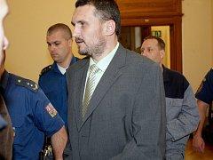 Takzvaný Toflův gang před brněnským soudem (na snímku Petr Křipský).