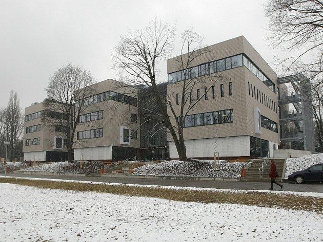 Čtyřpatrovou budovu slavnostně otevřeli na Veterinární a farmaceutické univerzitě v Brně.