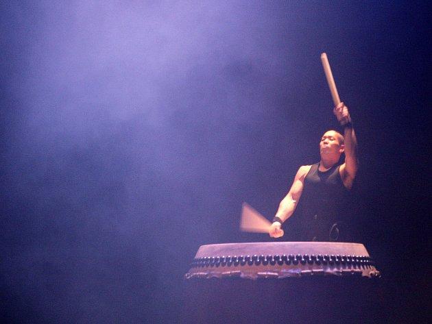 Vystoupení japonského bubenického souboru Yamato.