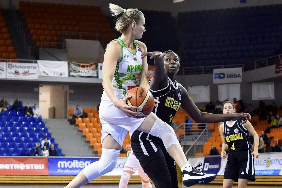 Basketbalistka Michaela Stará (v bílém) ukončila po sezoně v KP Brno profesionální kariéru.