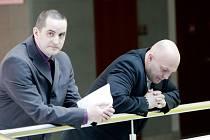 Městský soud v Brně uznal tři policisty, Petra Kölbla, Romana Leikeba a Jiřího Zemánka, vinnými z krutého zacházení se zadrženým mužem. Uložil jim podmíněné tresty od 18 do 30 měsíců vězení.