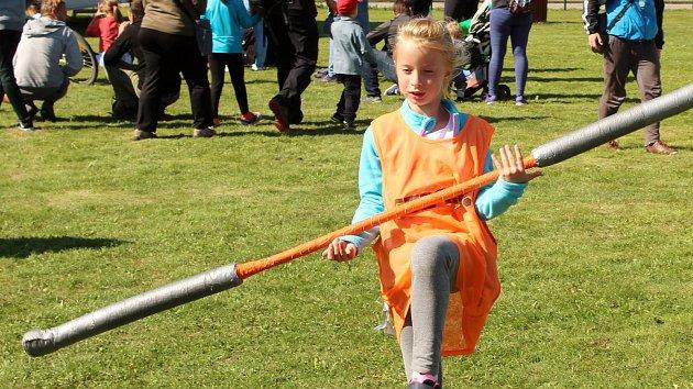 Největší náborová akce: děti zkusily i netradiční sport, třeba pozemský famfrpál
