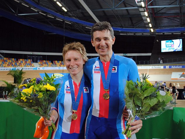 Jarmila Machačová a Milan Kadlec s bronzem.