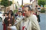 Město Dolní Kounice pořádá v sobotu 4.září na Masarykově náměstí Historické a vinařské slavnosti Rosa coeli. Páteční večerní průvod byl pozvánkou na slavnost.