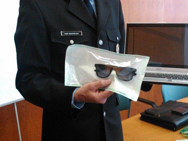 Brýle, kterými se zbýšovská lupička maskovala.