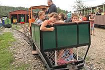 Dobrovolníci z Muzea průmyslových železnic přichystali pro návštěvníky Zbýšova na Brněnsku den otevřených dveří.