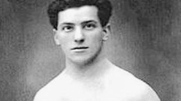 Na olympiádě v Paříži v roce 1924 získal Šupčík zlato ve šplhu a bronz v součtu gymnastických disciplín. Konec života strávil v Horosedlích u Písku, kde má pamětní desku i hrob.
