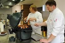 Škola zážitkového vaření Kuliner v Moravanech pořádala již několikátý kurz vaření s oblíbeným lektorem Daliborem Navrátilem zaměřený na přípravu pokrmů z masa.