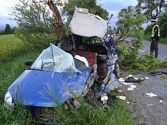 Dvě těžká zranění a tři lehká si vyžádala nehoda dvou osobních aut na silnici mezi Maršovem a Lažánkami na Brněnsku.