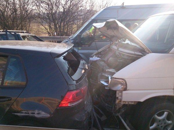 Tři dopravní nehody komplikovaly provoz na D1 uBrna.