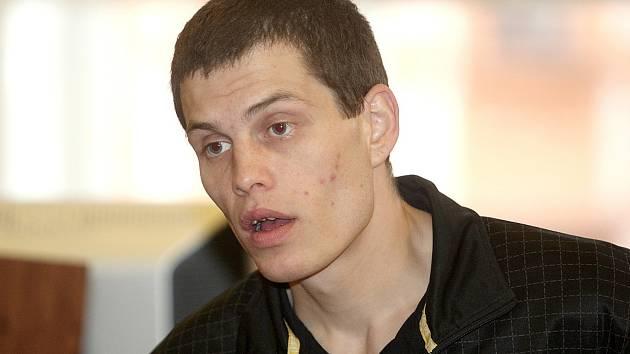 Vojtěch Roháček je obviněný z těžkého ublížení na zdraví a z výtržnictví.