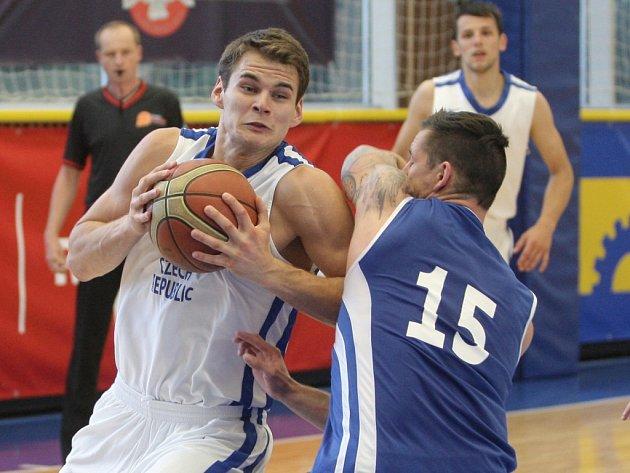 Výhrou 83:52 nad Slovenskem začal své angažmá u české basketbalové reprezentace izraelský trenér Ronen Ginzburg.