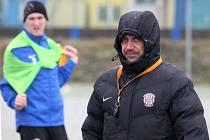První letošní trénink fotbalové Zbrojovky Brno v Medlánkách. Trenér Roman Pivarník na snímku.