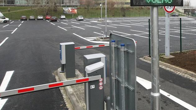 Vybrali jedenáct míst pro odstavná parkoviště v Brně. Dominuje okolí nemocnic