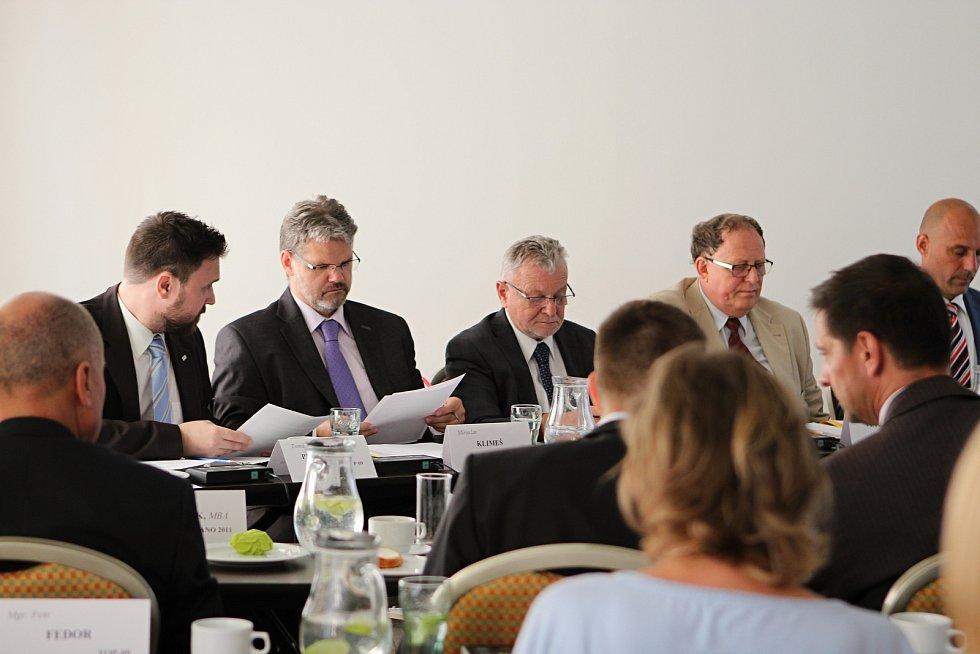 Jednání bystrckého zastupitelstva, při němž starostovi brněnské městské části Tomáši Kratochvílovi zastupitelé vyslovili důvěru.