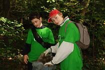 O víkendu pomáhali nadšenci na deseti místech Hodonínska. Uklízeli i v Přírodní rezervaci Skařiny u Mikulčic.
