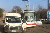 Havárie tramvaje linky 11 a dodávky v brněnské ulici Veveří.
