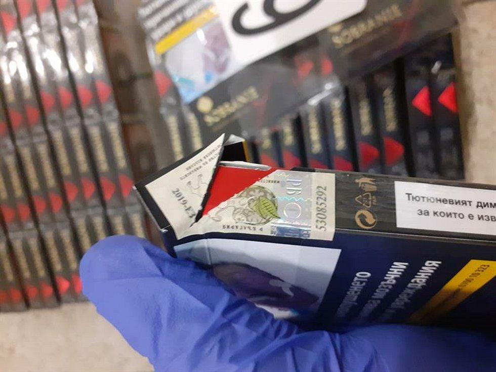 Statisíce načerno pašovaných cigaret z Bulharska, které odhalili jihomoravští celníci.