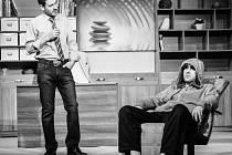 Hlavní role v inscenaci K-Pax ztvárňují Radim Fiala a Petr Halberstadt.