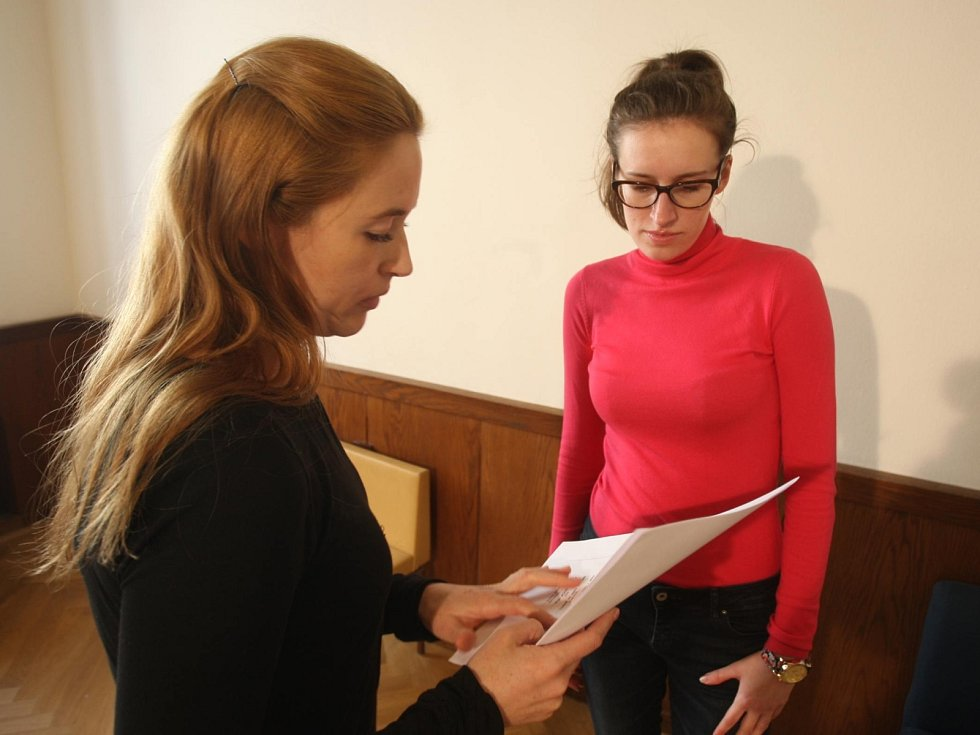 Brněnská filmová kancelář rozjíždí svůj první projekt a hledá komparzisty a herce epizodních rolí do připravovaného muzikálu Raportér. Redaktorka Brněnského deníku Rovnost si zkusila casting.