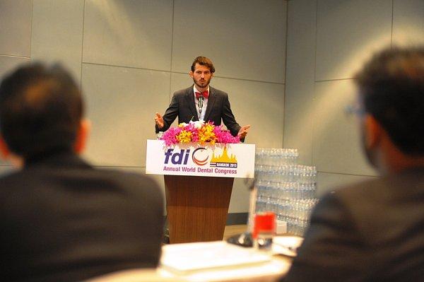 Student Filip Hromčík uspěl vthajském Bangkoku na mezinárodní stomatologické soutěži.