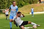 Humpolečtí fotbalisté (v modrém) přivítají oslabený Slavoj Polná. Ilustrační foto.