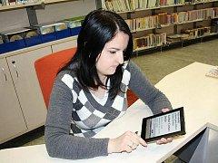 Elektronická čtečka knih - ilustrační foto.