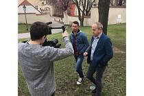Jan Kraus a Jiří Ježek při natáčení spotu k Evropským hrám hendikepované mládeže Emil Open.