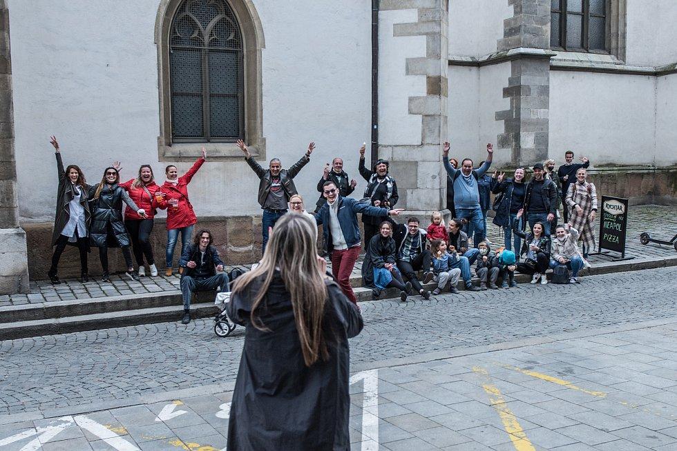 Kultura je taky služba. To je výzva Mezinárodního divadelního ústavu, ke které se připojilo také Divadlo Bolka Polívky. V tomto týdnu je tak možné potkat náhodně na ulici živá divadelní představení nebo skeče.
