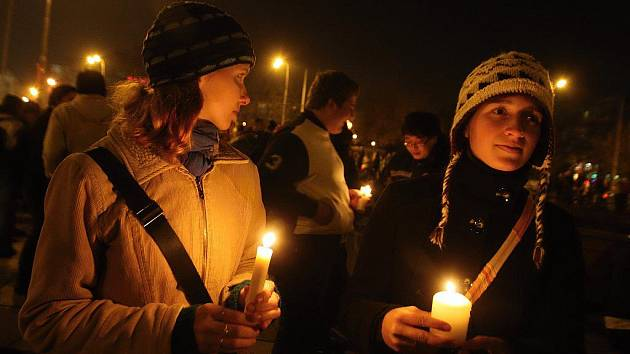 Tradiční průvod s lampiony oslavující mezinárodní den studentstva v Brně.