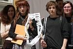 Vítězi výtvarné soutěže pro studenty středních škol a gymnázií Máš umělecké střevo se stali brněnští studenti Viktorie Kačínová a Adam Směták.