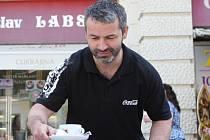 Osmatřicetiletý útočník Miroslav Barus si zpestřil dovolenou prací v cukrárně na brněnském náměstí Svobody.