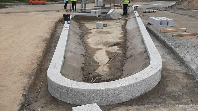 Na odpočívce u Rajhradu na D52 ve směru na Mikulov dokončili stavebníci rekonstrukci kanalizace.