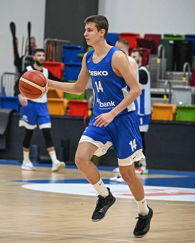 Richard Bálint na tréninku české basketbalové reprezentace.