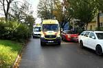 Srážka osobního auta a skútru zaměstnala v brněnské ulici Otakara Ševčíka v Židenicích v pátek krátce před pátou hodinou odpoledne jihomoravské záchranáře a také hasiče.