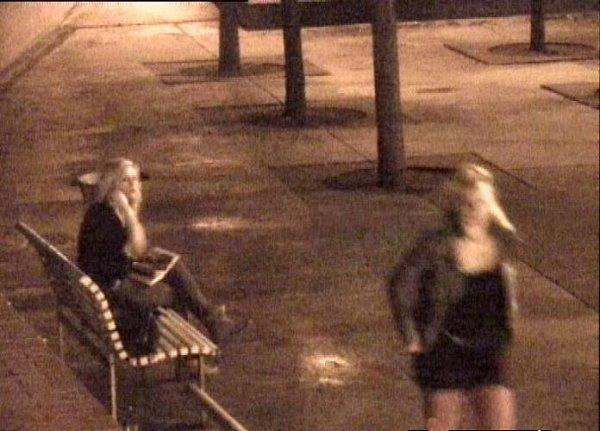Policisté zajistili fotografie dvou dívek, které by možná mohly poskytnout informace důležité pro objasnění případu. Pokud tyto dívky poznáte, nebo máte kcelé události jakékoliv informace, kontaktujte linku 158.