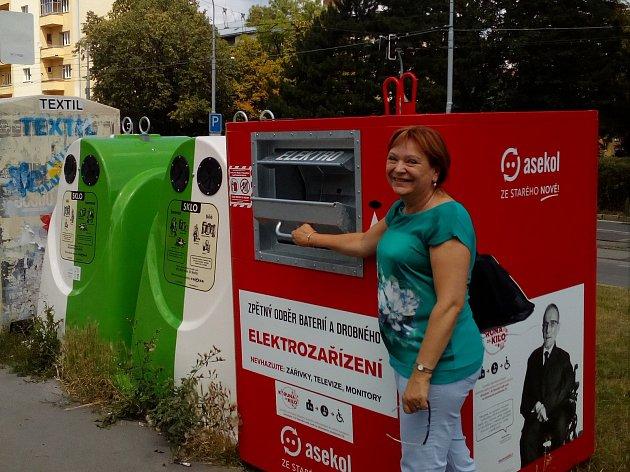 Červený kontejner na elektroodpad