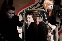 Uskupení Šavgoč vzniklo v návaznosti na kabaretní cyklus Triptych, který uskupení v roce 2007 uvádělo na Skleněné louce v Brně. Pro tvorbu osmi hudebníků, performerů a divadelníků je charakteristická názorová i žánrová pestrost.