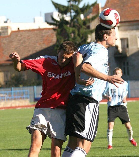 Záložník 1.FC Brno Martin Hanák (vlevo)