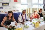 V soutěži o nejlepší školní oběd se utkali kuchaři ze školních jídelen z celé země. Ve čtvrtečním finále v Brně soutěžilo deset týmů.