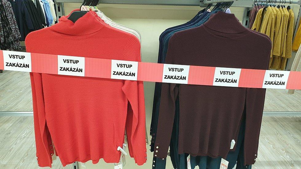 Dětské zboží bude znovu v prodeji. Oblečení pro dospělé bude bohužel ještě za páskou.