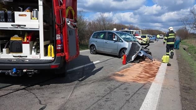Tragická nehoda dvou aut v líšeňské Holzově ulici.