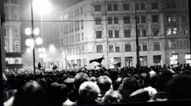 Vlistopadu 1989demonstrovalo iBrno. Kromě řady protestů se uskutečnila igenerální stávka.