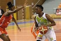 Basketbalistky Králova Pole si ve středu večer připsaly první letošní výhru ve Středoevropské lize. Po neúspěchu v německém Freiburgu porazily doma 68:61 slovenský Ružomberok.