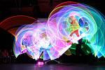 BAREVNÉ UMĚNÍ. Galashow byla vrcholem mezinárodního žonglérského setkání Brno Juggling Convention.