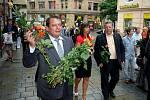 Jiří Parounek rozdával v Brně oranžové růže.
