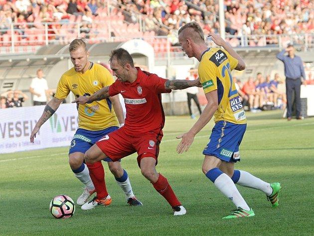 Záložník Jan Štohanzl v zápase Zbrojovky s Teplicemi.