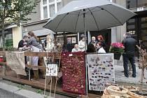 Umění vystavené na ulici a čtenářský koutek. To byl program páteční akce galerie OFF/FORMAT v Gorkého ulici v rámci akce Týden města.