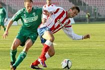 Fotbalisté brněnské Zbrojovky (vpravo útočník Martin Doležal) doma zdolali Karvinou.